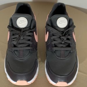 **New** Women Nike LD Victory Running Shoes